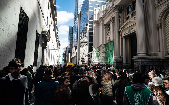 giá bitcoin: Tương lai nào cho Argentina sau cú sập 48% chỉ trong 1 ngày của thị trường chứng khoán