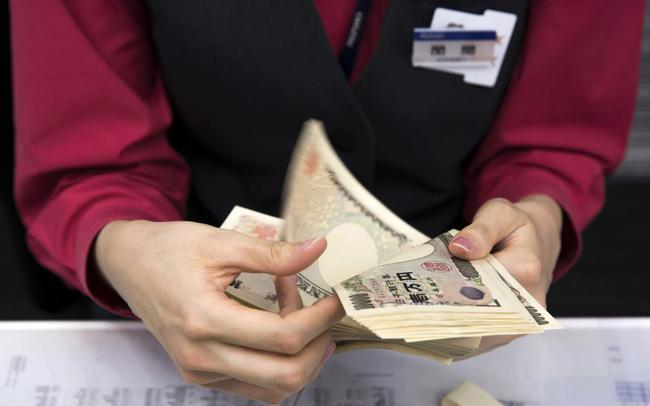 giá bitcoin: Từ nhiều năm nay người Nhật đi gửi tiền chỉ được trả lãi suất 0%, giờ còn sắp phải trả thêm một khoản phí