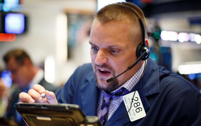 giá bitcoin: Cổ phiếu nhóm công nghệ rớt điểm mạnh, Nasdaq rơi vào vùng điều chỉnh