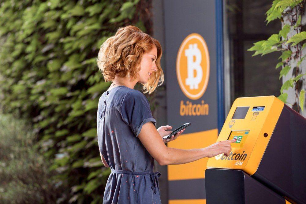 giá bitcoin: Hai nghi phạm bị ghi hình trong phi vụ cướp ATM Bitcoin