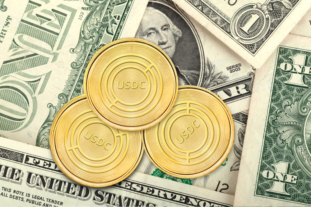 giá bitcoin: Binance bất ngờ hủy niêm yết stablecoin USDC của Coinbase