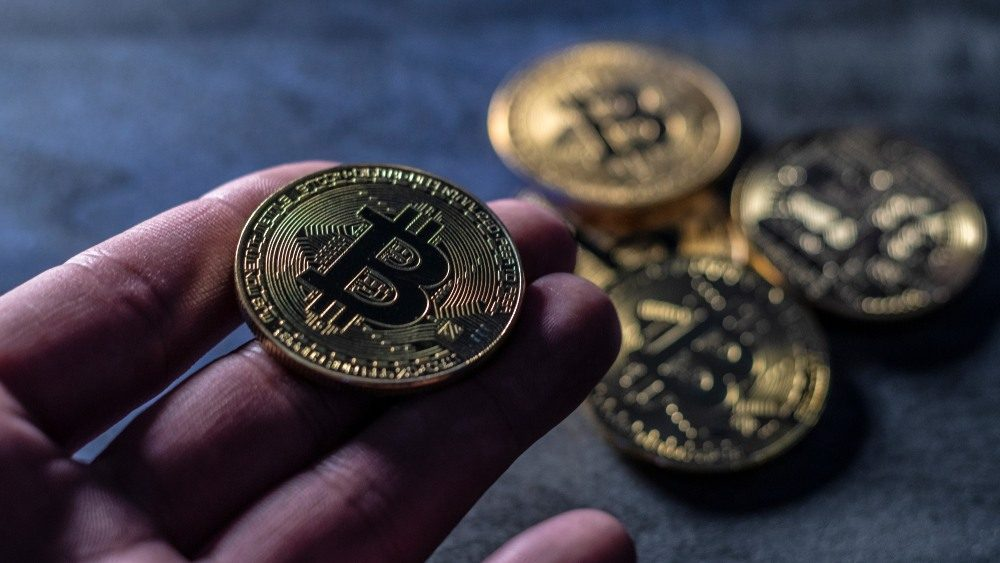 giá bitcoin: Phí giao dịch Bitcoin cao à? Binance chỉ mất $5 để chuyển 550 triệu USD