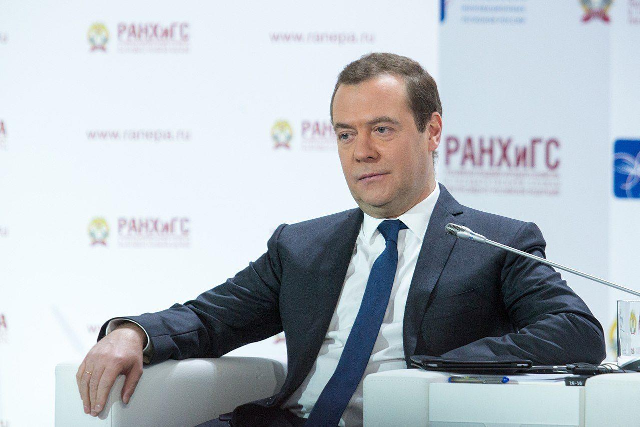"""giá bitcoin: Thủ tướng Nga Dmitry Medvedev: Tiền điện tử đã hết """"nóng"""" nên quy định không còn là ưu tiên hàng đầu"""
