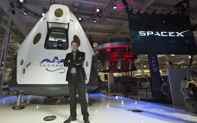 giá bitcoin: Elon Musk lập kỳ tích công ty tư nhân đầu tiên phóng tàu vũ trụ chở người lên ISS