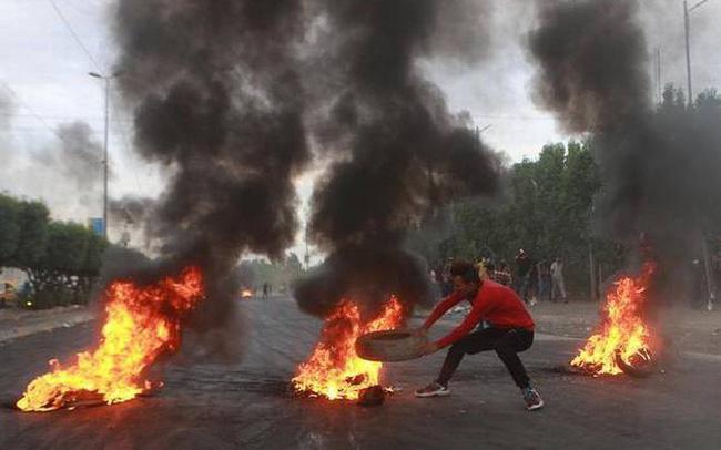 giá bitcoin: Cảnh sát nã đạn vào đám đông biểu tình, hơn 100 người thiệt mạng
