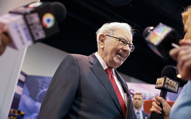 giá bitcoin: Phần lớn nhà đầu tư 'quay lưng' với cổ phiếu nhóm này, tại sao Warren Buffett lại đi ngược xu hướng và tích cực mua lượng lớn cổ phần?