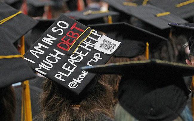 giá bitcoin: Sinh viên Mỹ nợ như chúa chổm