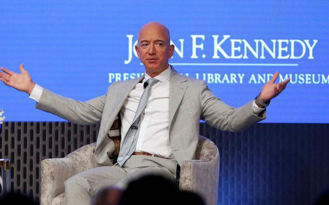giá bitcoin: Cần phải làm 2,8 triệu năm, không ăn tiêu mới giàu như Jeff Bezos