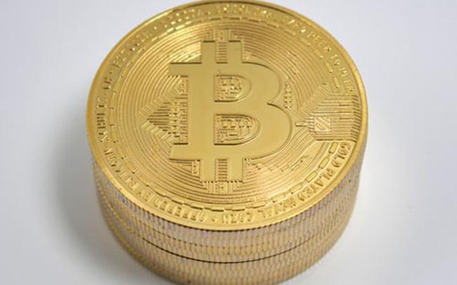 giá bitcoin: Thị trường tiền ảo 'rực cháy', Bitcoin lại lao dốc