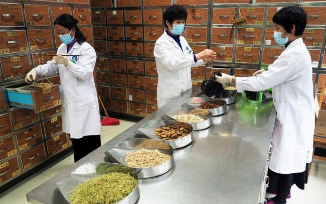 giá bitcoin: Trung Quốc dùng phương thuốc Đông y 3.000 năm tuổi để điều trị bệnh nhân COVID-19