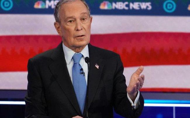 """giá bitcoin: Tỉ phú Bloomberg bị """"xâu xé"""" trong cuộc tranh luận của đảng Dân chủ"""
