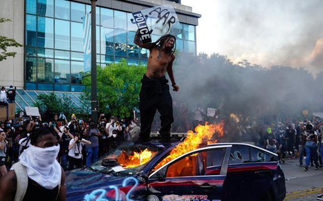 giá bitcoin: Mỹ đỏ lửa vì biểu tình, Trung Quốc đưa tin dồn dập kèm lời