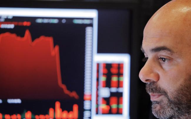giá bitcoin: Bất an sau nhận xét tiêu cực của Chủ tịch Fed, làn sóng bán tháo lại tràn đến Phố Wall, Dow Jones rớt hơn 500 điểm
