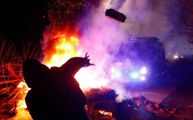 giá bitcoin: Sợ virus corona, người biểu tình Ukraine ném đá vào đoàn xe chở đồng hương sơ tán từ Trung Quốc