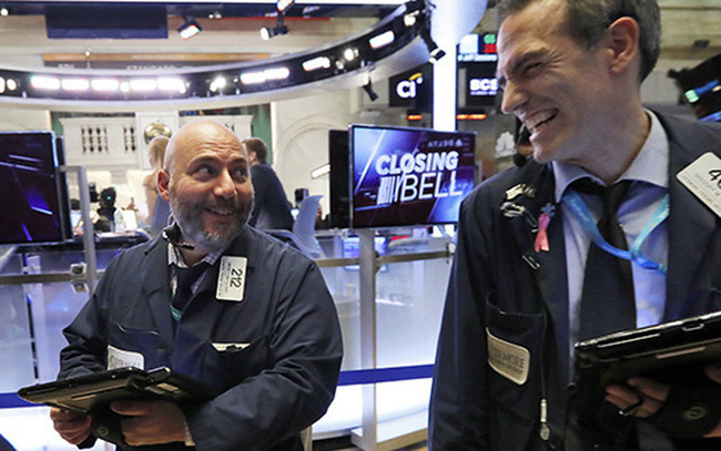 giá bitcoin: Phố Wall khởi sắc khi hoạt động kinh tế của các bang tiếp tục mở cửa bất chấp biểu tình, S&P 500 đóng cửa ở mức cao nhất kể từ đầu tháng 3